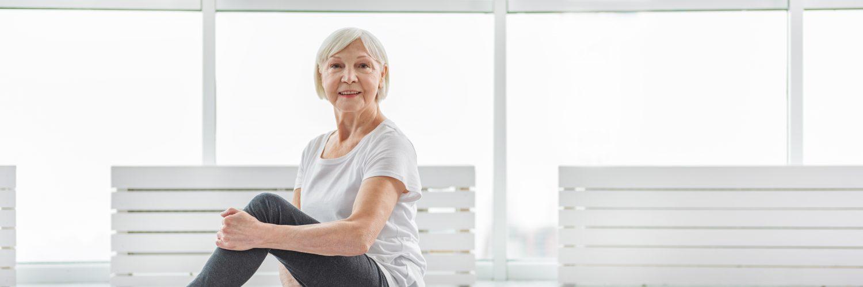 sarkopenia cwiczenia osoba starsza kobieta