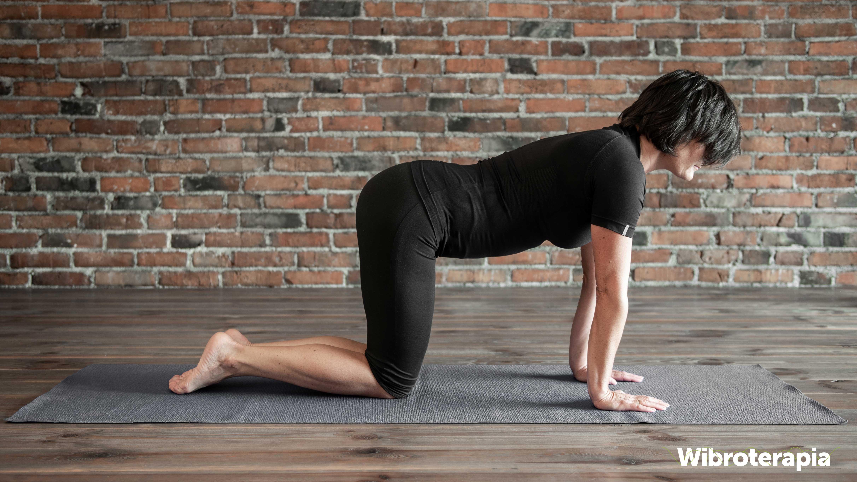 Ćwiczenia na ból kręgosłupa - krowi grzbiet
