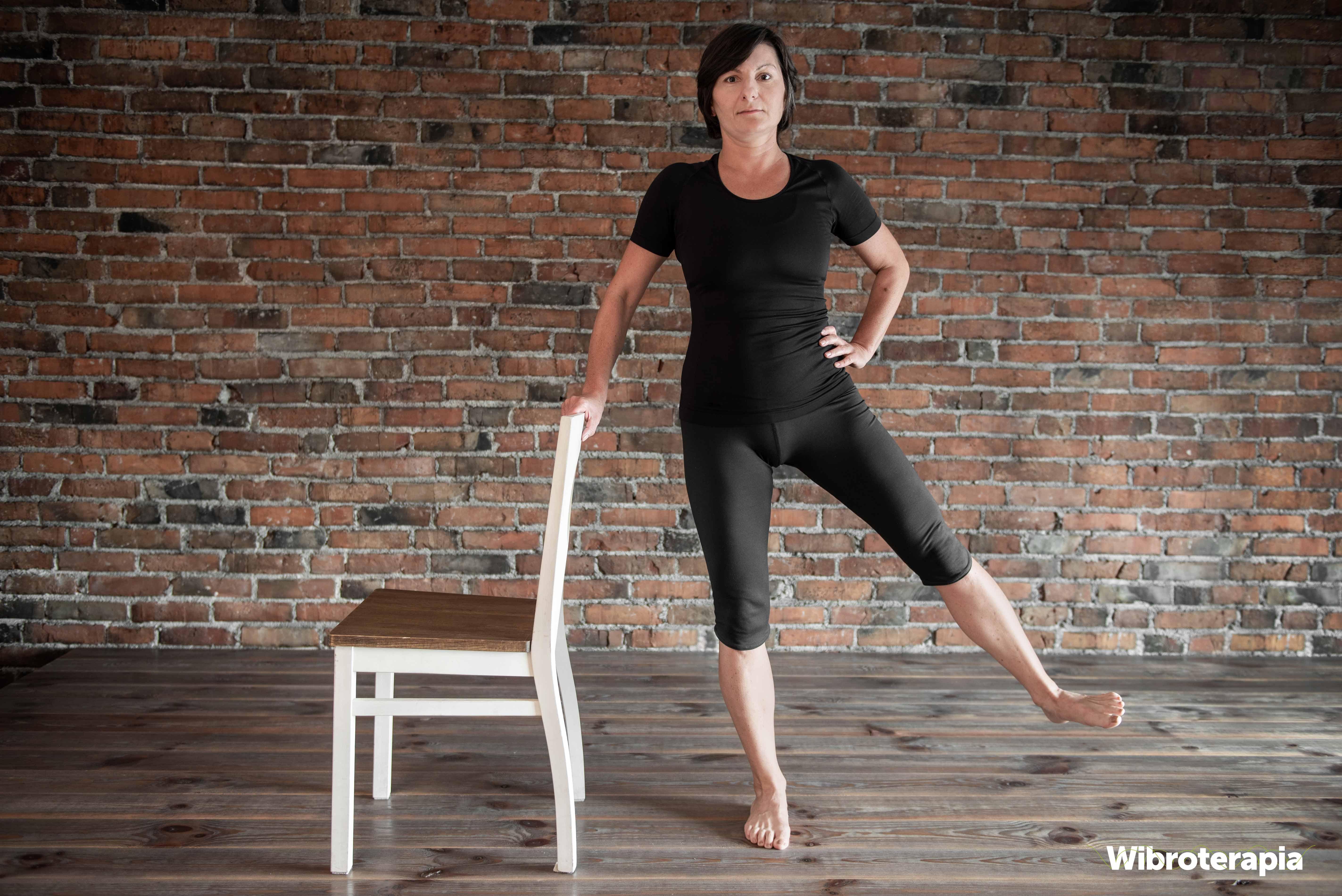 Ćwiczenia na ból biodra - odwodzenie nogi w bok