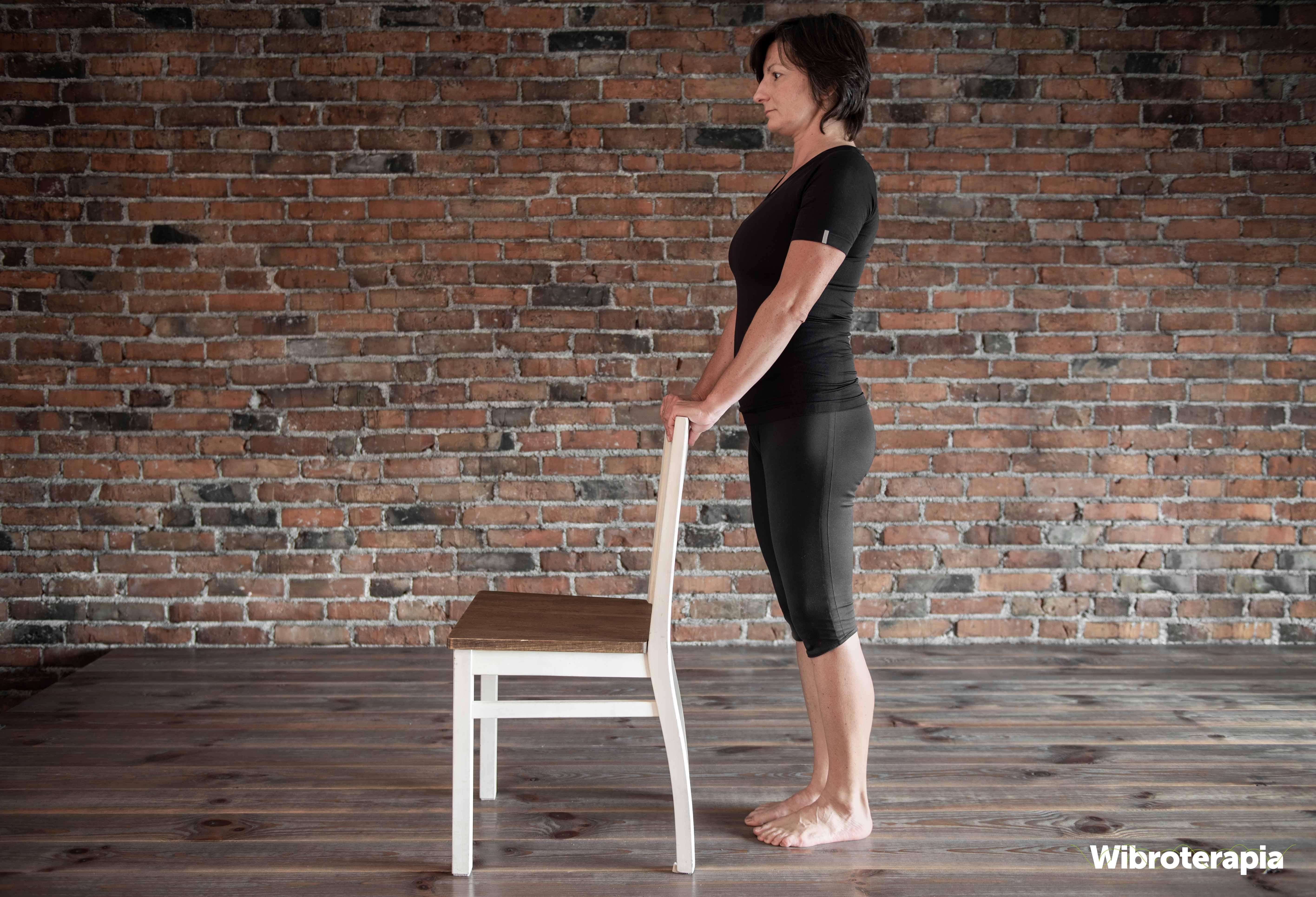 Pozycja wyjściowa do ćwiczenia odwodzenia nogi w tył