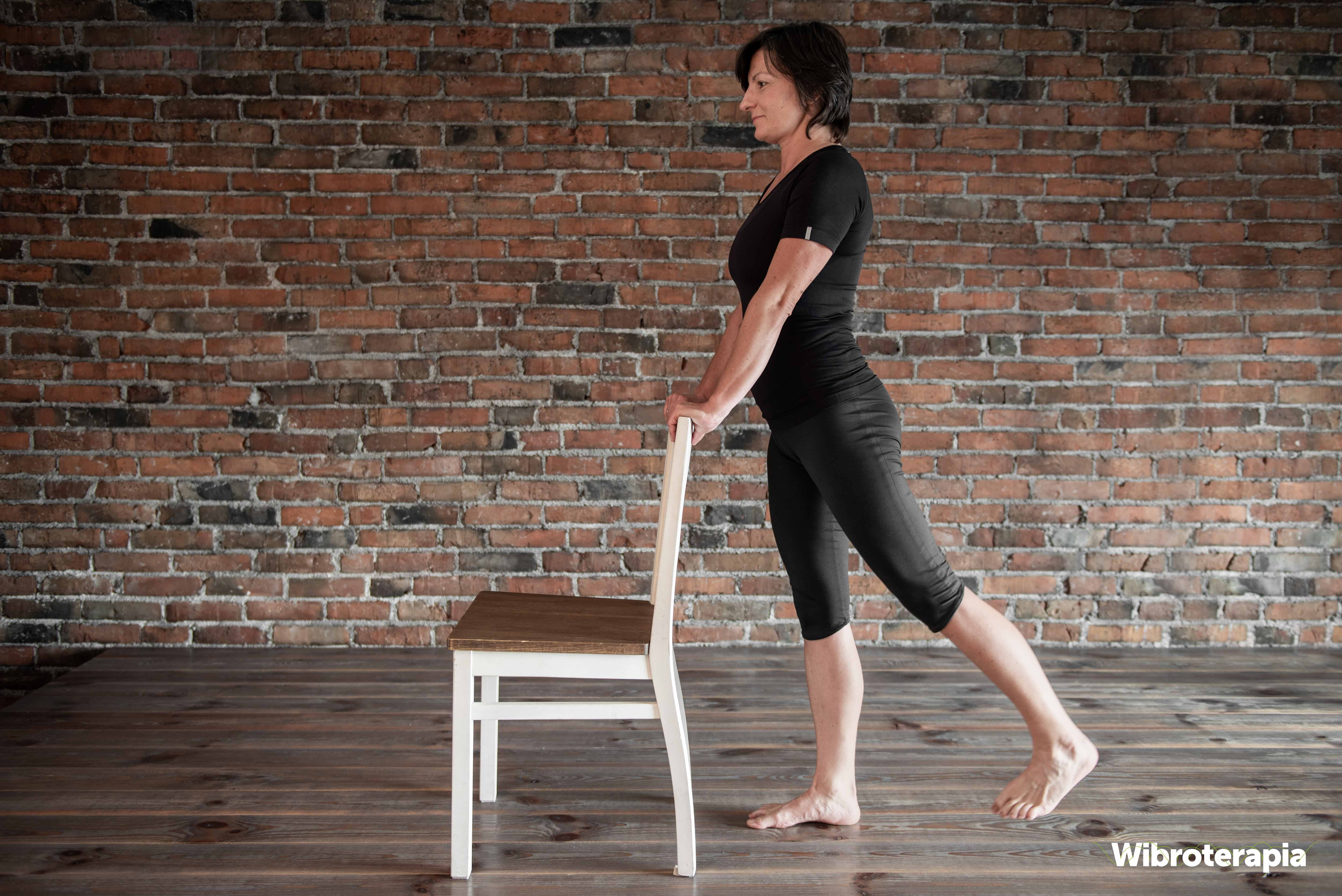 Ćwiczenia na ból biodra - odwodzenie nogi w tył