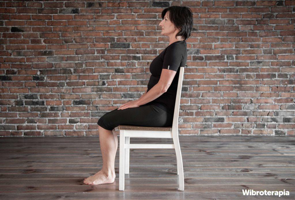 Ćwiczenia na ból szyi wykonywane na siedząco - pozycja wyjściowa
