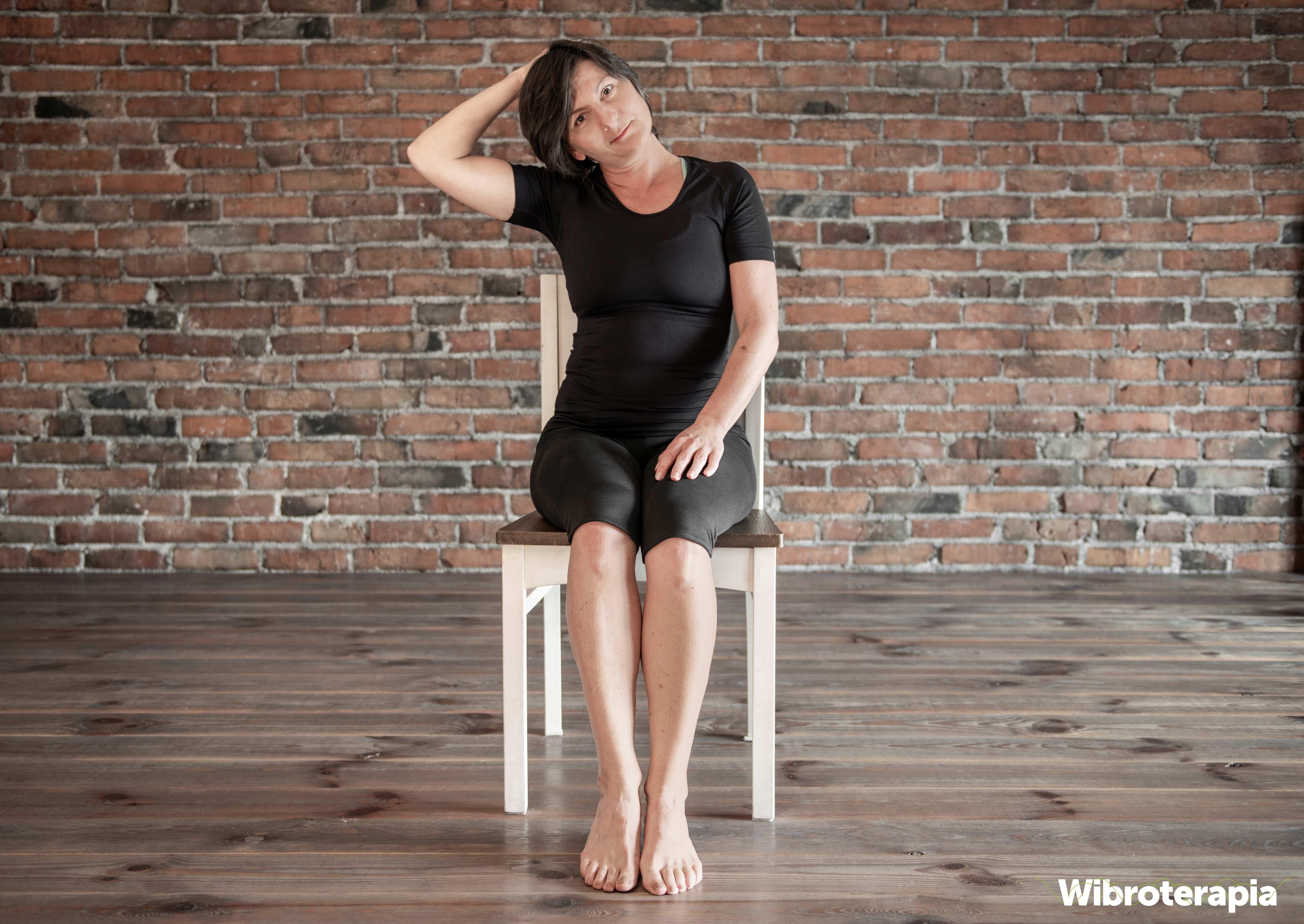 Ćwiczenia na ból szyi i karku - rozciąganie szyi w prawo