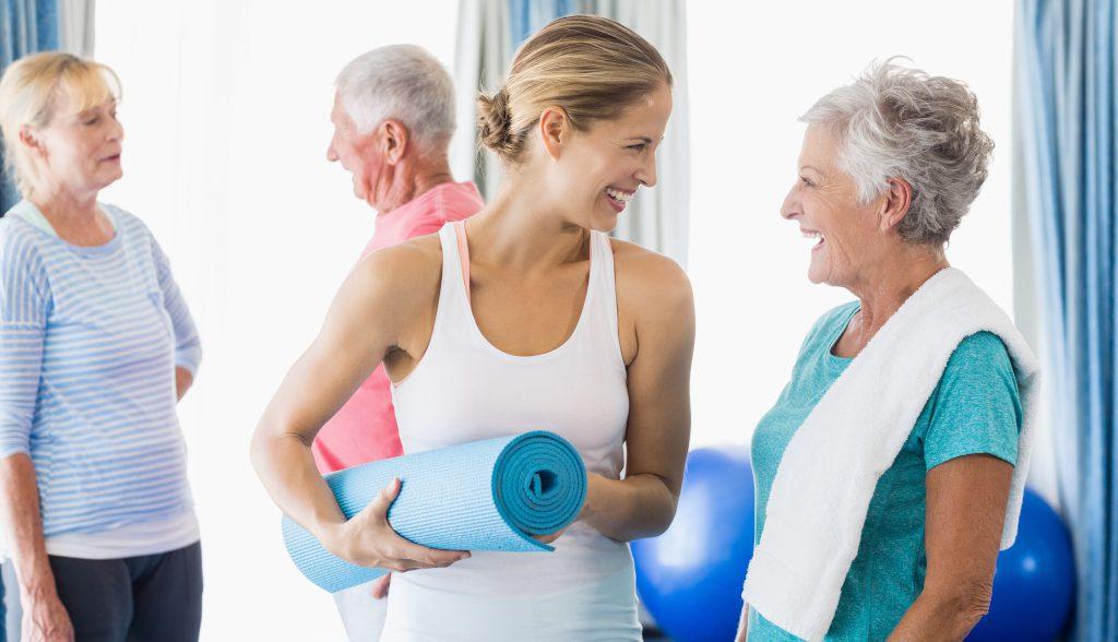 Ćwiczenia fizyczne dla seniorów pod okiem instruktora