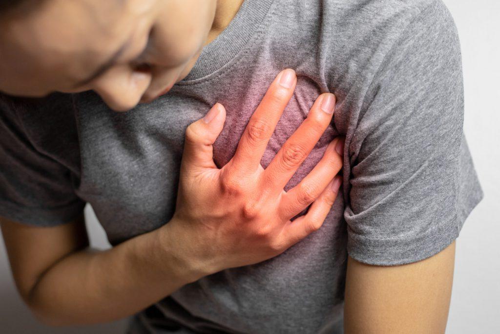 Ból w klatce piersiowej - jedno z powikłań po COVID-19